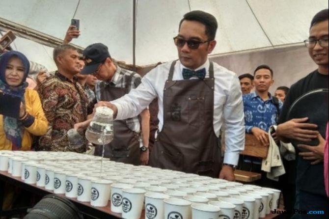 Begini Gaya Ridwan Kamil Coffee Brewing Buat Pengunjung