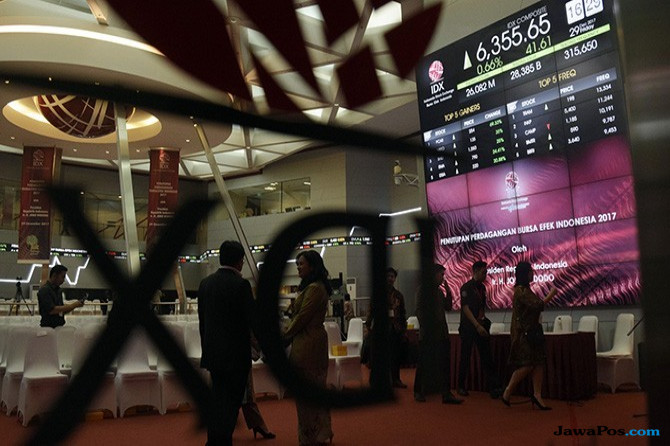 Belasungkawa, Pelaku Pasar Modal Kenakan Pita Hitam di Lengan Kanan