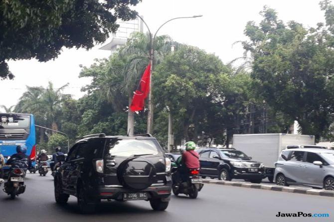Bendera PDIP di Tiang Lampu, Walkot Jaksel: Itu Kewenangan Bawaslu