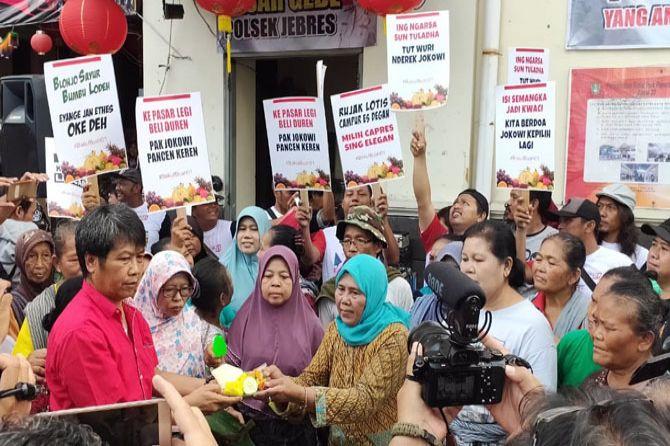 Beri Dukungan untuk Jokowi-Ma'ruf Amin, Pedagang Pasar Gede Tumpengan