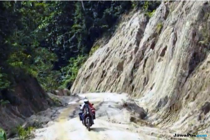 Buktikan Trans-Papua Nyata, Youk Tanzil Jelajahi Papua dengan Motor