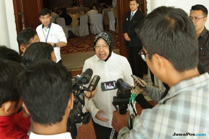 Wali Kota Surabaya Tri Rismaharini Risma larang PKL Gembong Julan