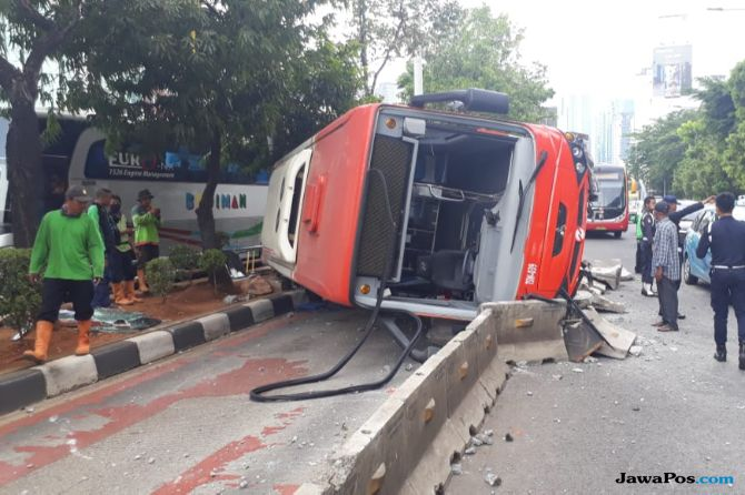 Bus Minitrans Terguling, Gembong: Pak Anies Harus Tanggung Jawab!