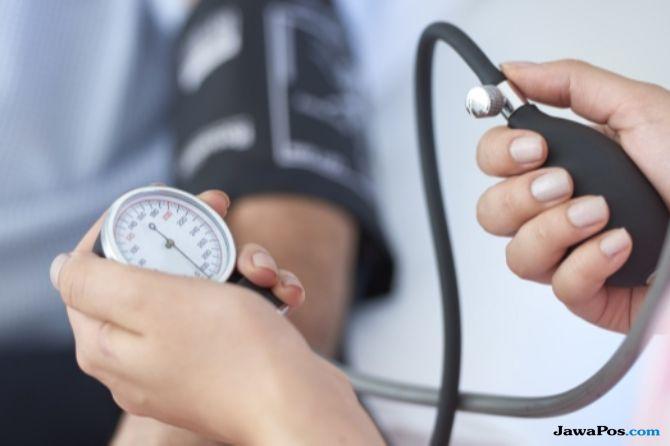 cekt tekanan darah, cara gunakan tensimeter, Hipertensi, serangan jantung, stroke, dampak dari stroke, penyebab stroke, penyebab penyakit jantung,