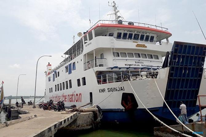 Cuaca Buruk, Kapal Tujuan Karimunjawa Dilarang Melaut