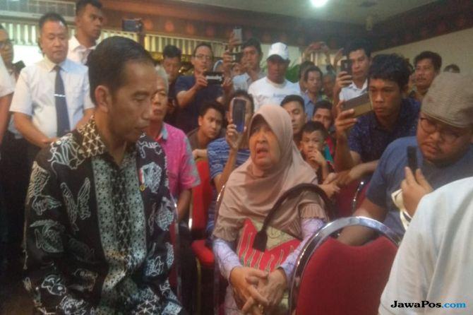 Datangi Crisis Centre, Jokowi: Saya Perintahkan Semua Bekerja 24 Jam