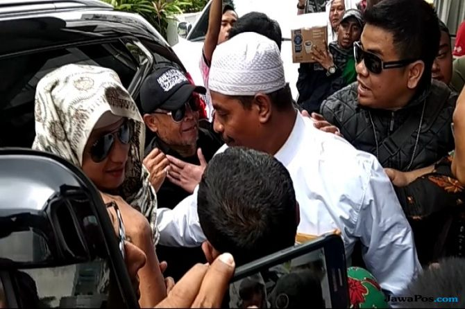 Datangi Mabes Polri, Pengawal: 'Allah Bersama Habib Bahar'