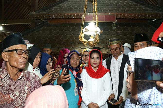 Di Tuban, Puti Guntur Angkat Wisata Religi di Jawa Timur