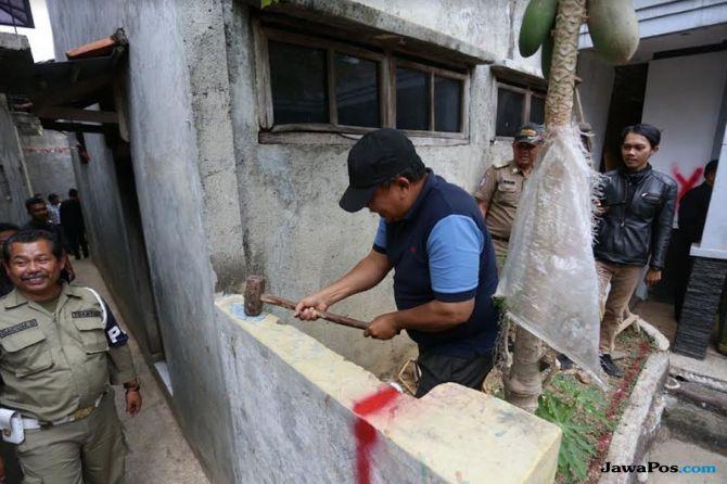 Diblokade Tetangga Bertahun-tahun, Akhirnya Pak Eko Bisa Masuk Rumah
