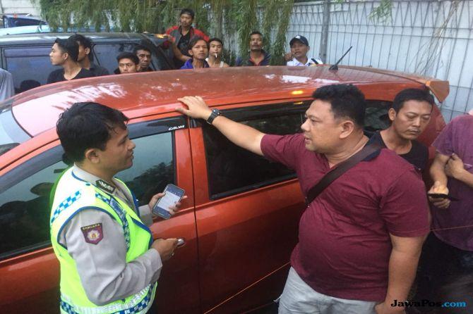 Diduga Terkunci Dari Luar, Bocah Laki-laki Tewas Dalam Mobil