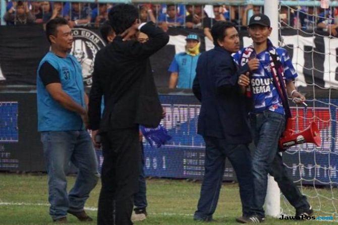Yuli Sumpil, Aremania, Arema FC, Dirigen Aremania, Liga 1 2018, Persebaya Surabaya, PSSI, Gusti Randa