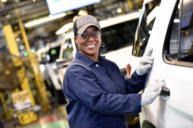 Disuntik Dana Segar USD 1 M, Karyawan Ford Dapat Gaji Lebih Tinggi