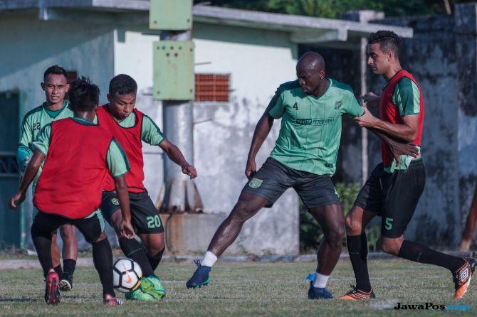 Persebaya Surabaya, Liga 1 2018, PS Tira, Lombok, Endank Soekamti