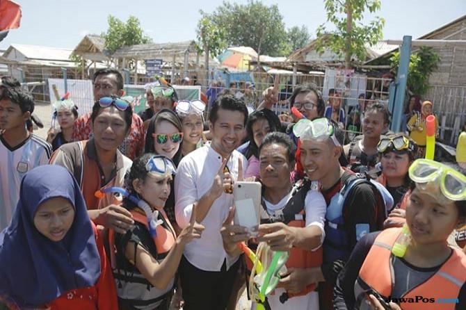 Emil dan Arumi Didapuk Jadi Duta Wisata Pulau Gili Ketapang
