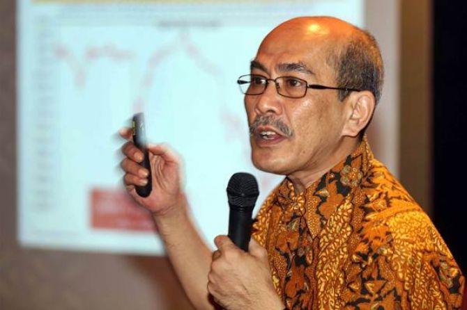 Faisal Basri Kritik Jokowi: Sudah Impor, Harga Pangan RI Masih Tinggi