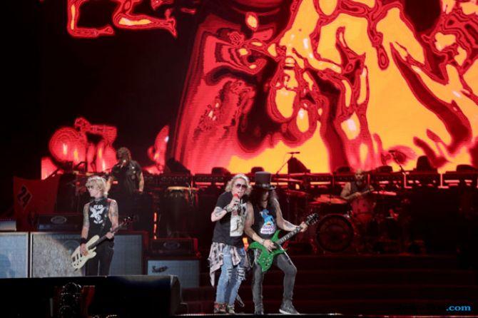 Gerimis Turun Saat Guns N' Roses Bawakan Lagu Patience