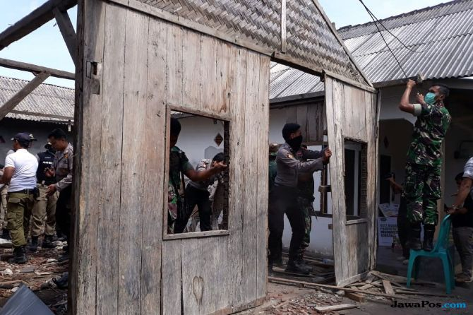 Gotong Royong Bedah Rumah Zohri, Tanpa Menghilangkan Konsep Aslinya
