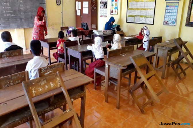 Guru dan Bidan Bakal Tak Menyandang Status PNS?