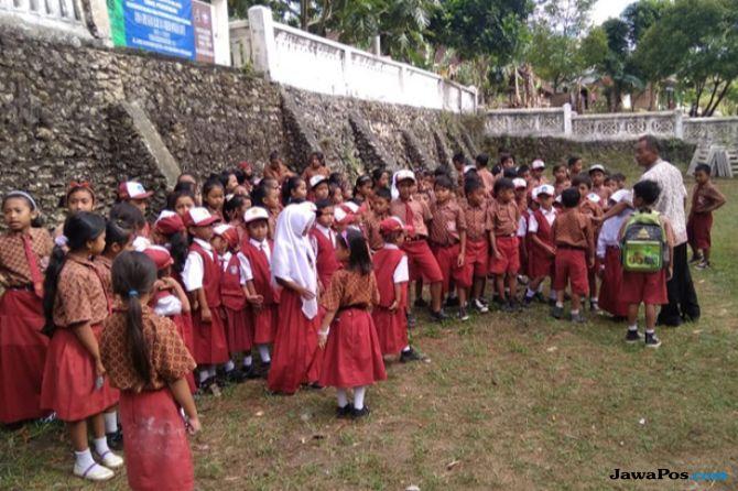 Guru Tidak Tetap Mogok Mengajar, Ratusan Siswa Terlantar