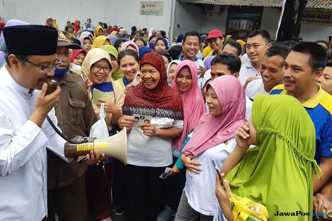 Gus Ipul Galang Dukungan Para Buruh Pengolahan Kayu di Lumajang