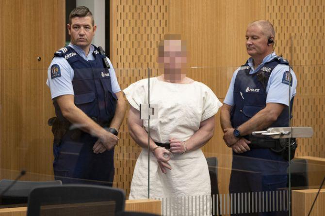 "Hadir di Pengadilan, Teroris Selandia Baru ""Nyengir"""