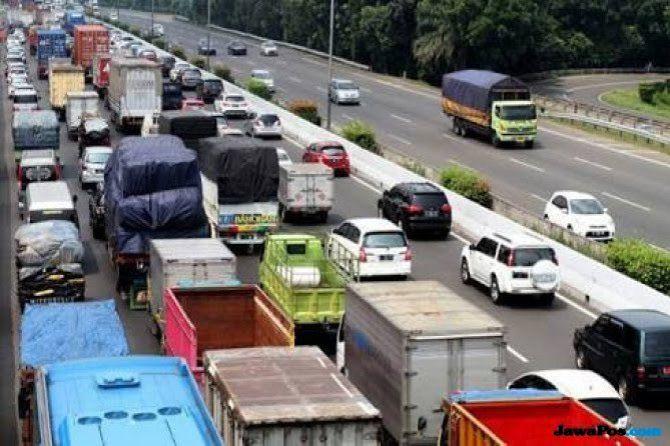 Hati-hati Kemacetan di Jalan Tol Jakarta-Cikampek, Ini Penyebabnya