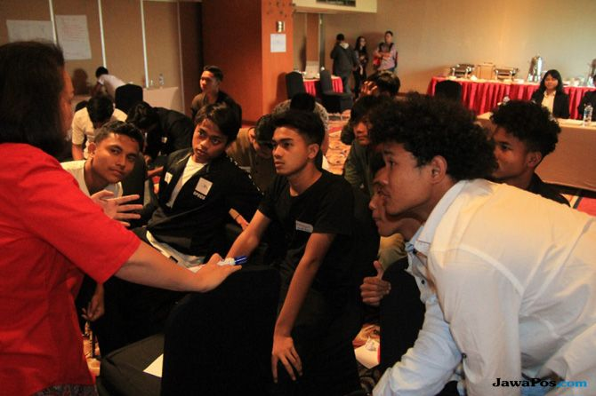 Garuda Select, Dennis Wise, PSSI, Pemain Muda U 16, Inggris