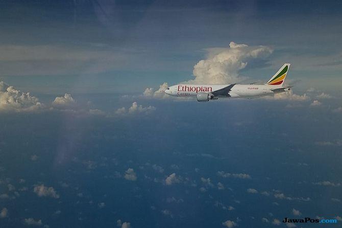 Pesawat Ethiopian Airlines yang dipaksa mendarat di Bandara Internasional Hang Nadim Batam, Senin (14/1).