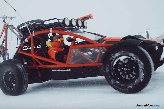 Ini Dia, Mobil Kerdil Sang Penakluk Gunung Es
