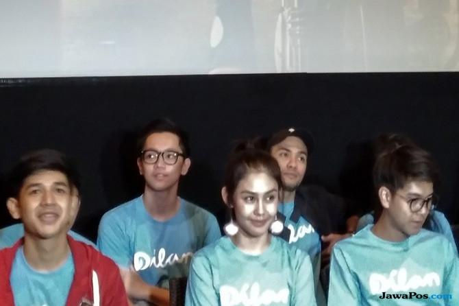 Para pemeran film Dilan 1990