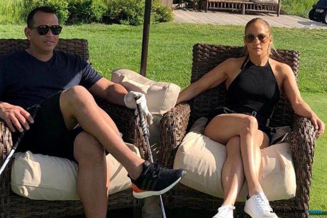 Jennifer Lopez Pamer Cincin Berlian, Alex Rodriguez Bantah Bertunangan