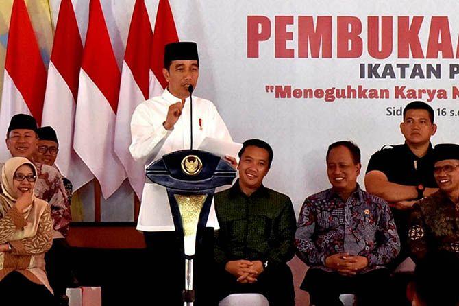 Jokowi Bagikan Bantuan Rp 1,45 Miliar untuk Korban Ledakan Bom Sibolga