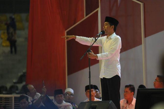 Jokowi Promosi 'Kartu Sakti' Baru ke Masyarakat Kota Medan