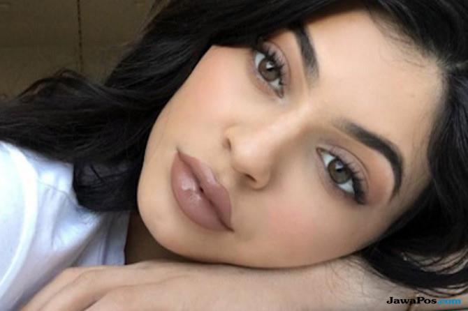 Bibir seksi Kylie Jenner