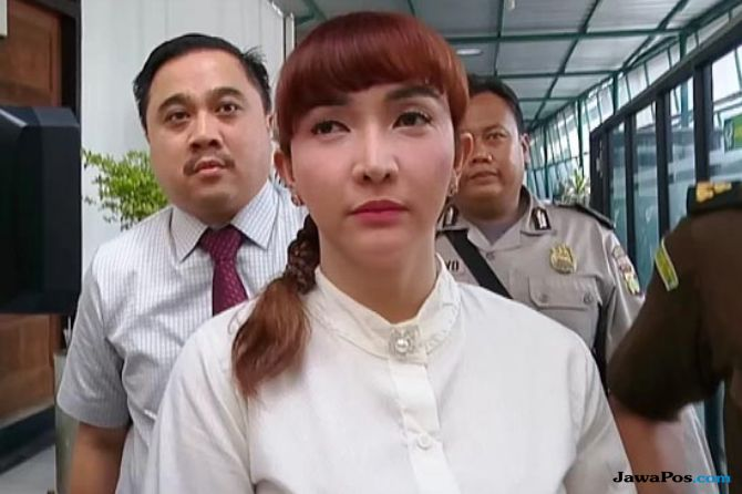 Roro Fitria dan Dhawiya sering curhat di tahanan