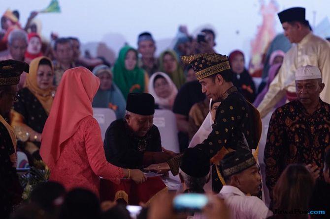 Ke Riau, Jokowi Bagikan 6.000 Sertifikat Tanah