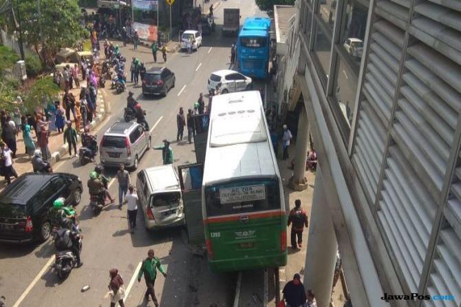 Kecelakaan Beruntun Bus Mayasari, 8 Mobil dan 1 Motor Ringsek