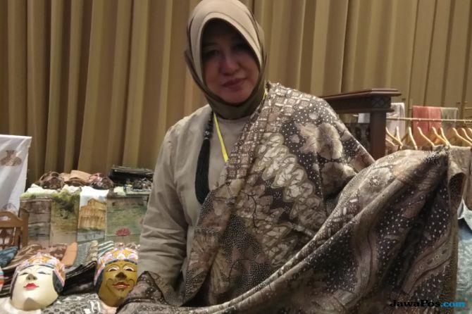 Keren, Batik Alami Asli Malang Jadi Souvenir Eksklusif Brand Hermes