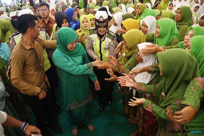 Khofifah Ajak Ribuan Muslimat NU Madura Jaga Persaudaraan.