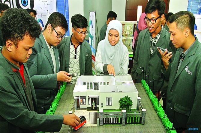 Kreasi Mahasiswa Institut Bisnis dan Informatika Stikom, Smart House Banyak Sensor