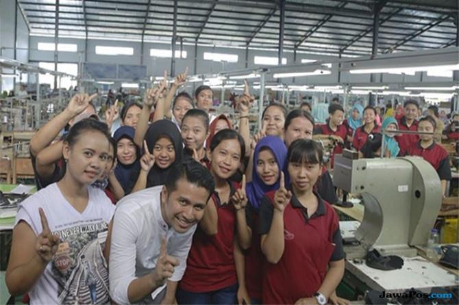 Kunjungi Dua Pabrik di Nganjuk, Emil Disambut Histeris Ribuan Buruh