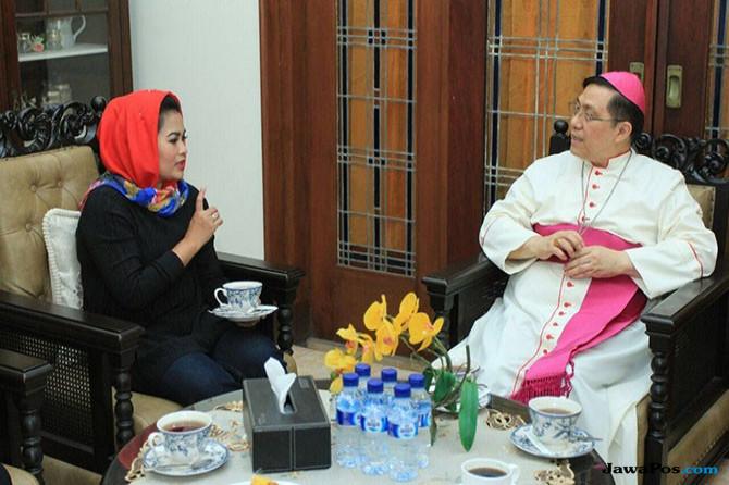 Kunjungi Uskup Malang, Mbak Puti Tegaskan Komitmen Kebangsaan
