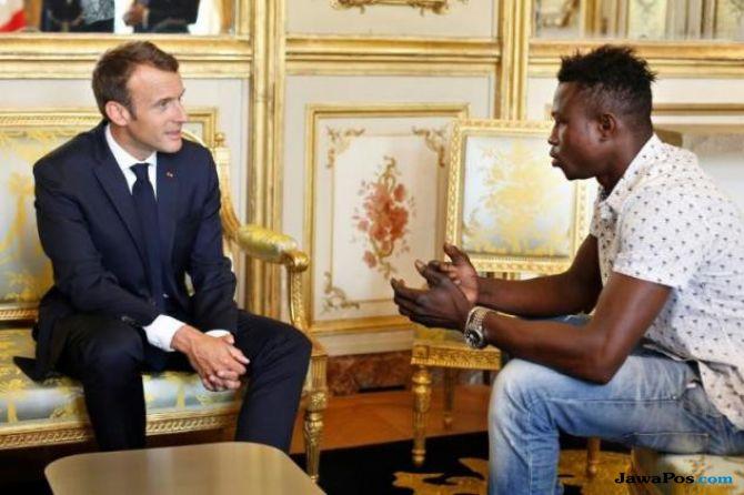 Lakukan Aksi Heroik, Macron Beri Pemuda Mali Kewarganegaraan Prancis