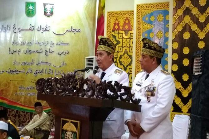 Hasil gambar untuk Syamsuar dan Edi Natar Nasution Ikuti Proses Tepung Tawar LAM