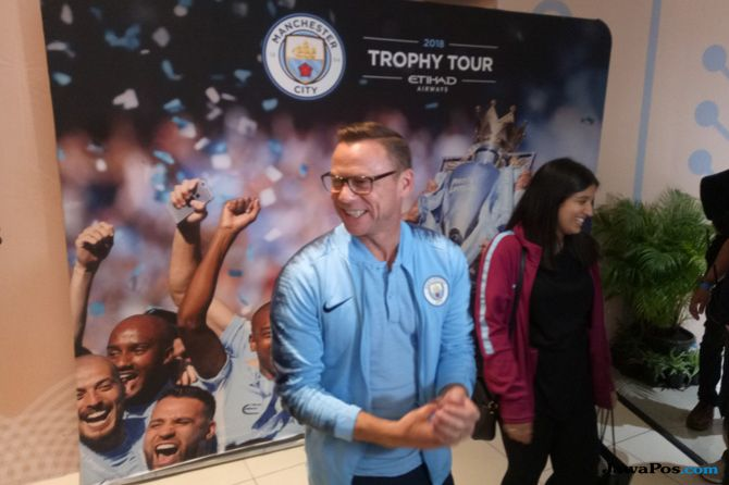 Paul Dickov, Manchester City, Centurion Trophy Tour