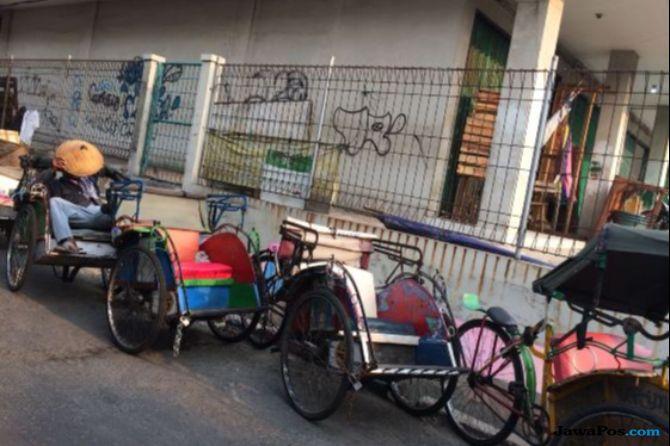 Marak Angkutan Online, Mampukah Becak di Jakarta Bersaing?