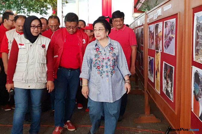Megawati Bantu Korban Gempa