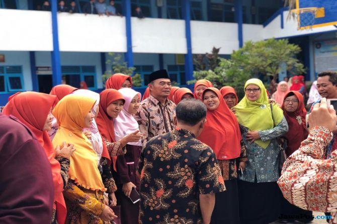 Mendikbud Titipkan Rumus 5C untuk Para Santri di Lamongan