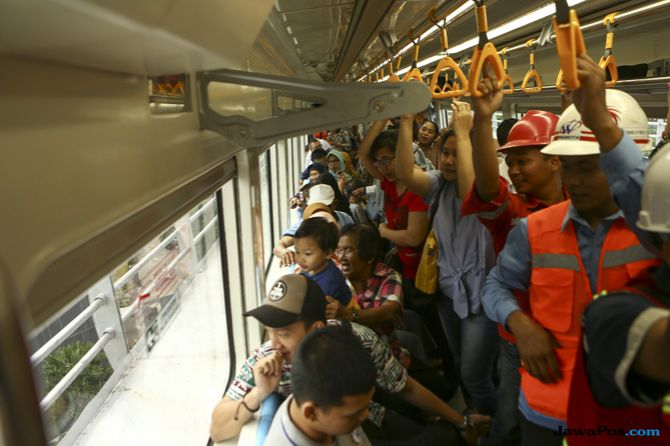 Menikmati Keindahan Kota Palembang dari Atas LRT