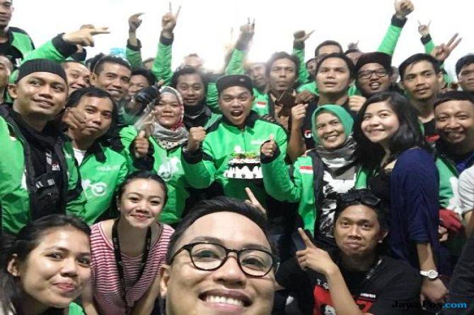 Mitra Driver Beri Kejutan Ulang Tahun kepada Manajemen Gojek Makassar